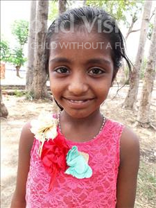 Ragni, aged 9, from India, is hoping for a World Vision sponsor